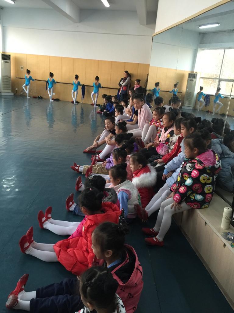 舞蹈队十一月观摩学习活动